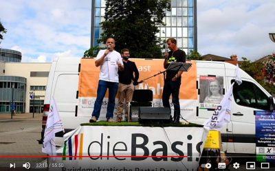 """Unterstützung der """"Basis"""": Rede des neo Bundesvorsitzenden über das BGE, Podiumsdiskussion"""